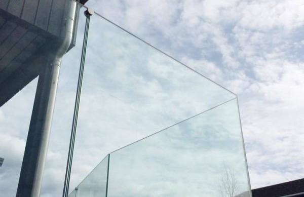 Blikkenslager. Glassrekkverk. Aluminium. Fasader. Rekkverk. Vinterhager. Dører. Beslag. Fas-tec. Glassrekkverk - Fas-Tec Artespana